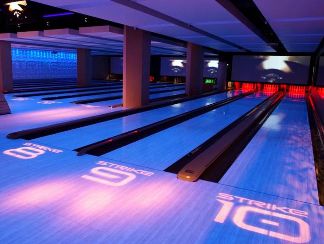 strike bowling bar laneways